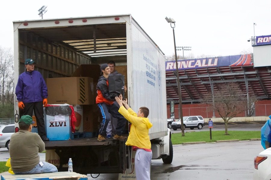 LOADING+UP%3A+Seniors+Jason+Brown+and+Christian+Walker+unload+cans+that+were+donated.+This+year%27s+canned+food+drive+had+a+record+low+number+of+participants+and+volunteers.
