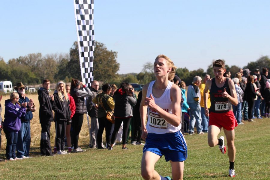 FINISHING+STRONG%3A+Senior+Nick+Perkins+races+towards+the+finish+line+in+the+semi-state+meet.+Perkins+placed+3rd+in+semi-state+with+a+time+of+15%3A48.7%2C+breaking+his+previous+Roncalli+record