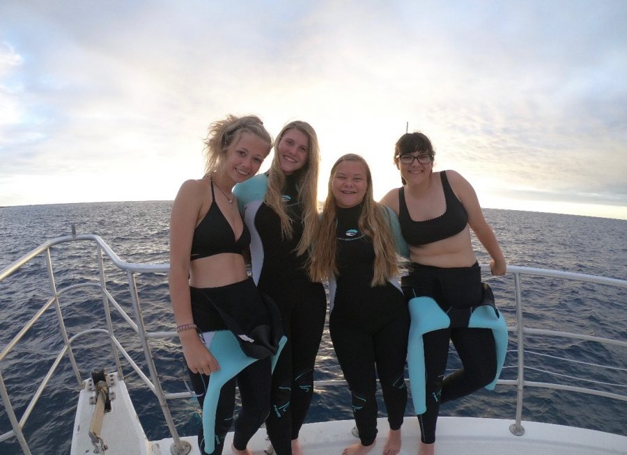 Senior+Maggie+Hollcraft+along+with+Juniors+Sarah+Bailey%2C+London+Armstrong%2C+and+Meg+Leising+enjoy+snorkeling+with+Manta+rays+at+sunset.